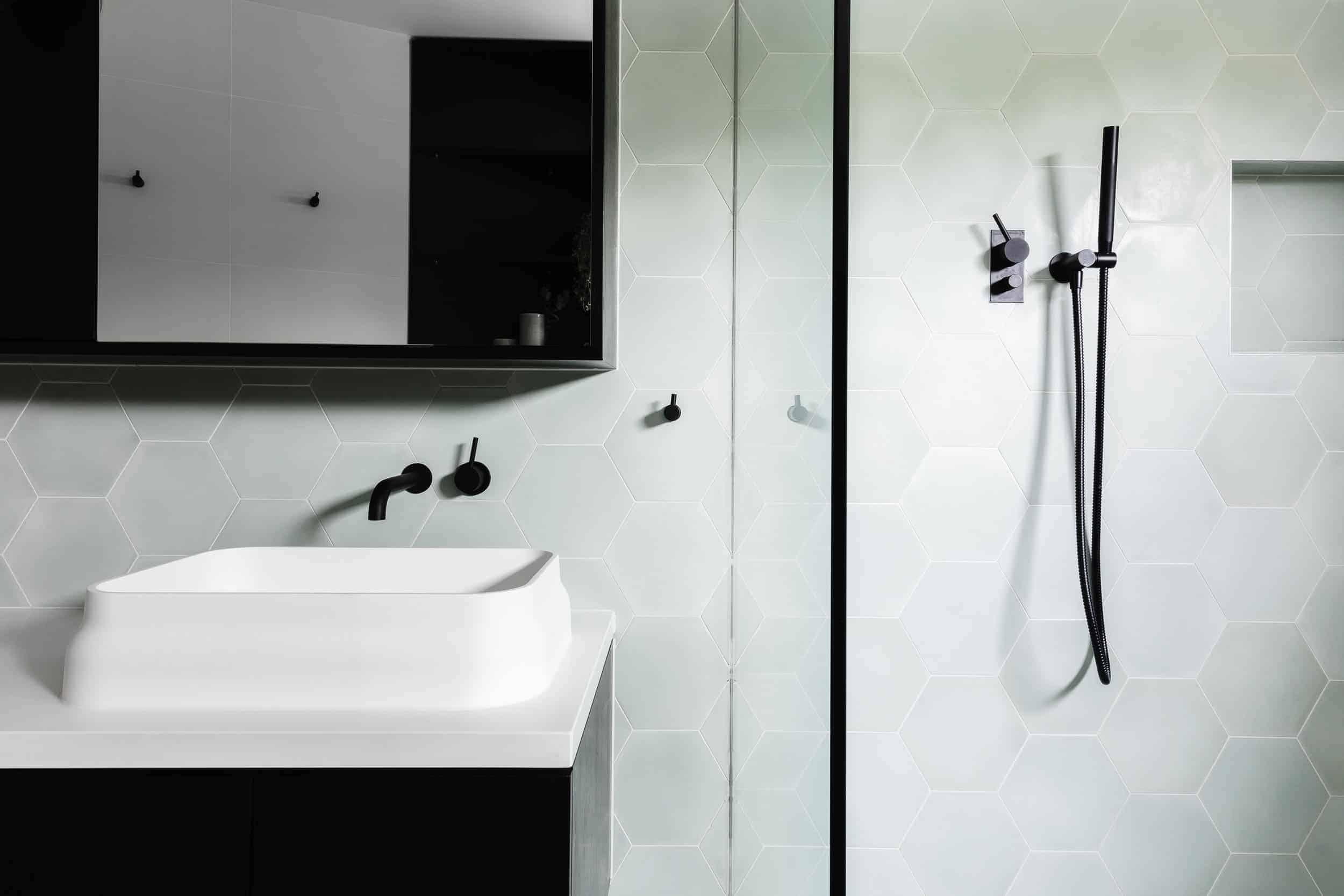 Emily Henderson Design Trends 2018 Bathroom Black Fixture 06