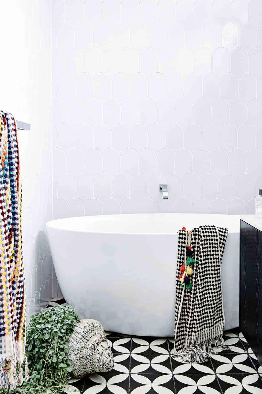 Emily Henderson Design Trends 2018 Bathroom Freestanding Bath 02