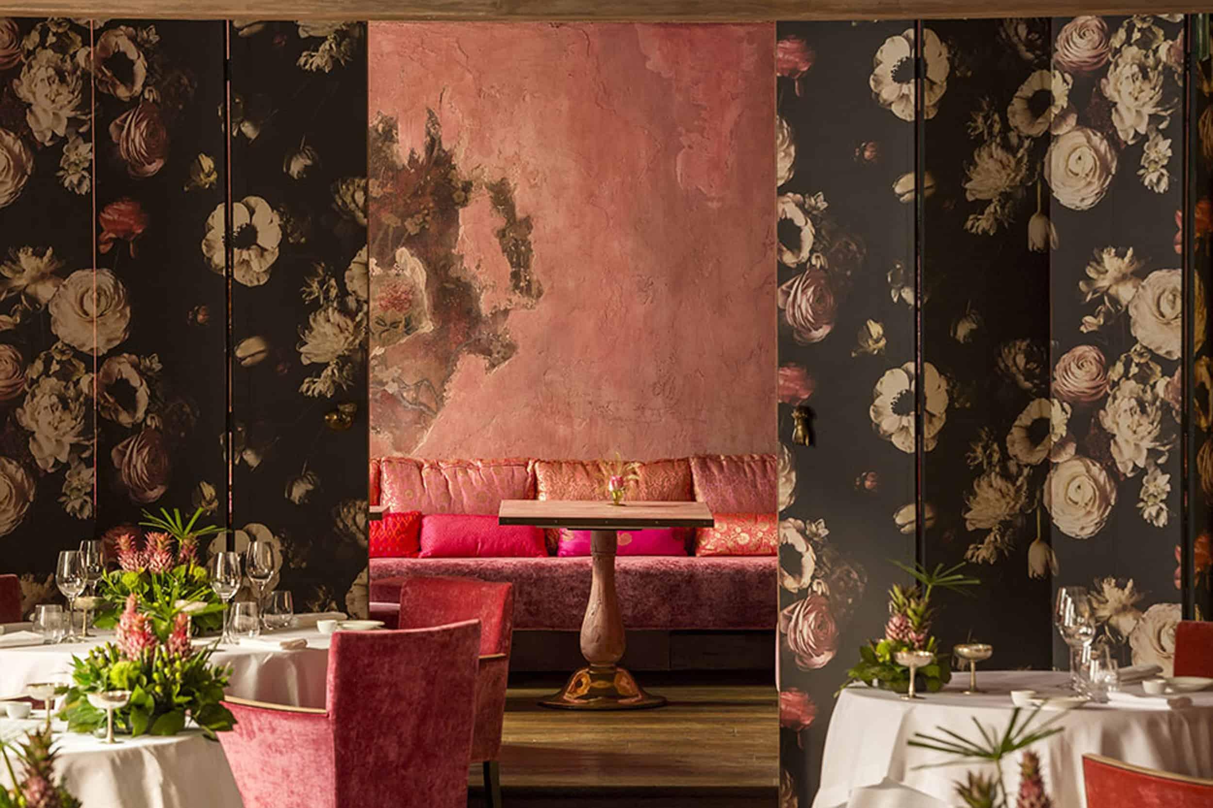 Met Restaurant, Hotel Metropole. Venice floral wallpaper pink