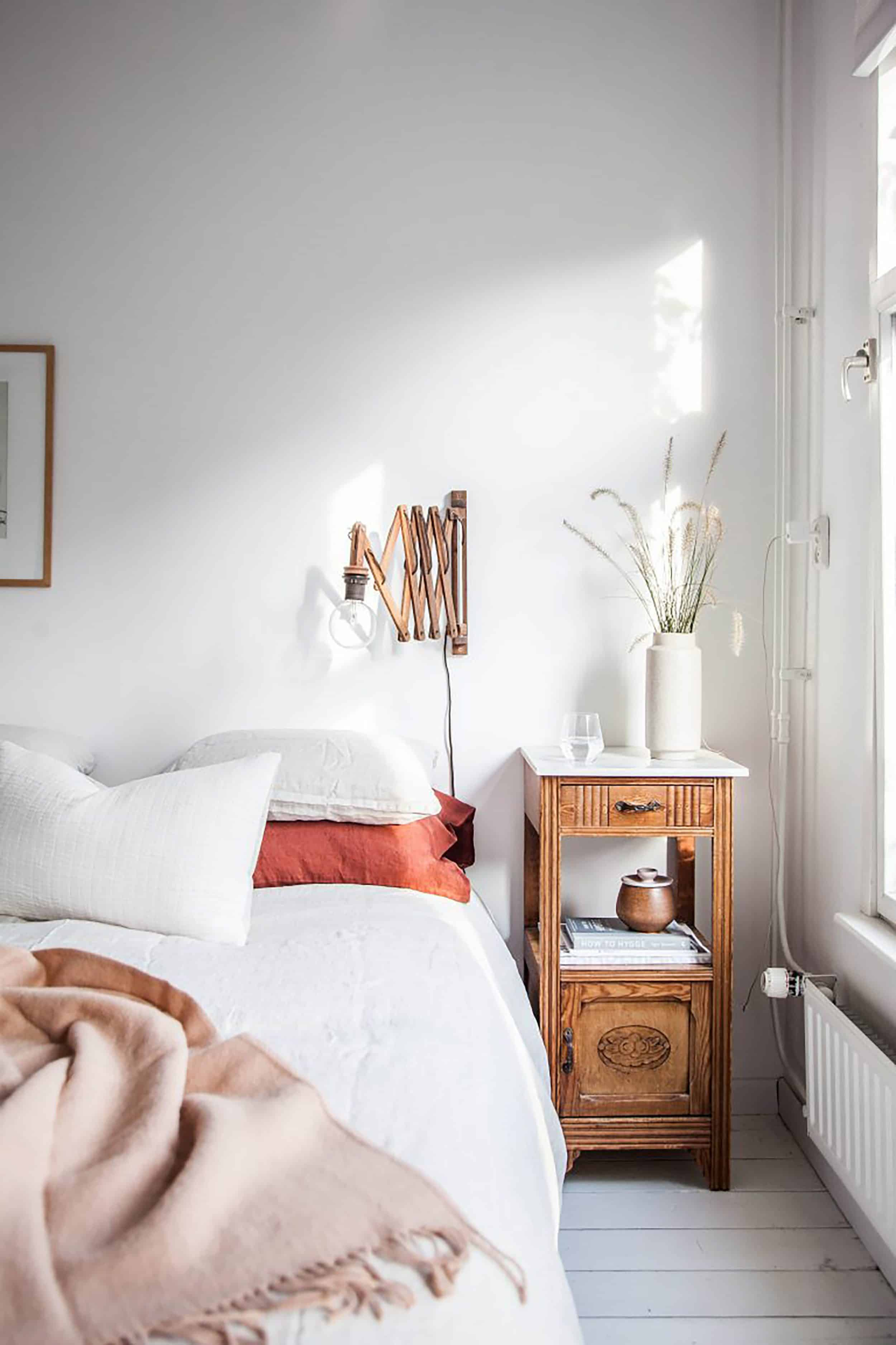 Traditional Minimal Bedroom With Wall Sconce