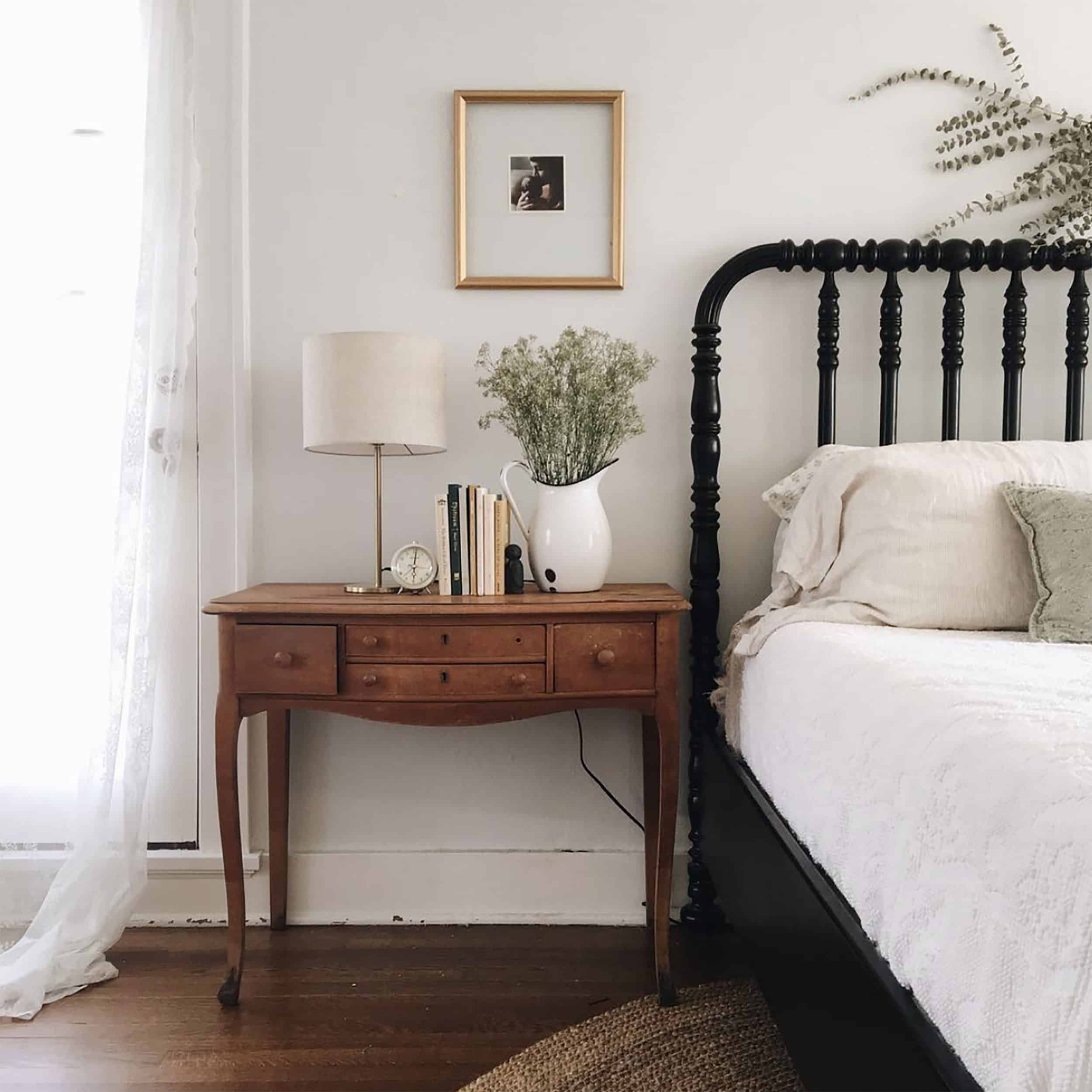 Traditional Bedroom Wood Bed