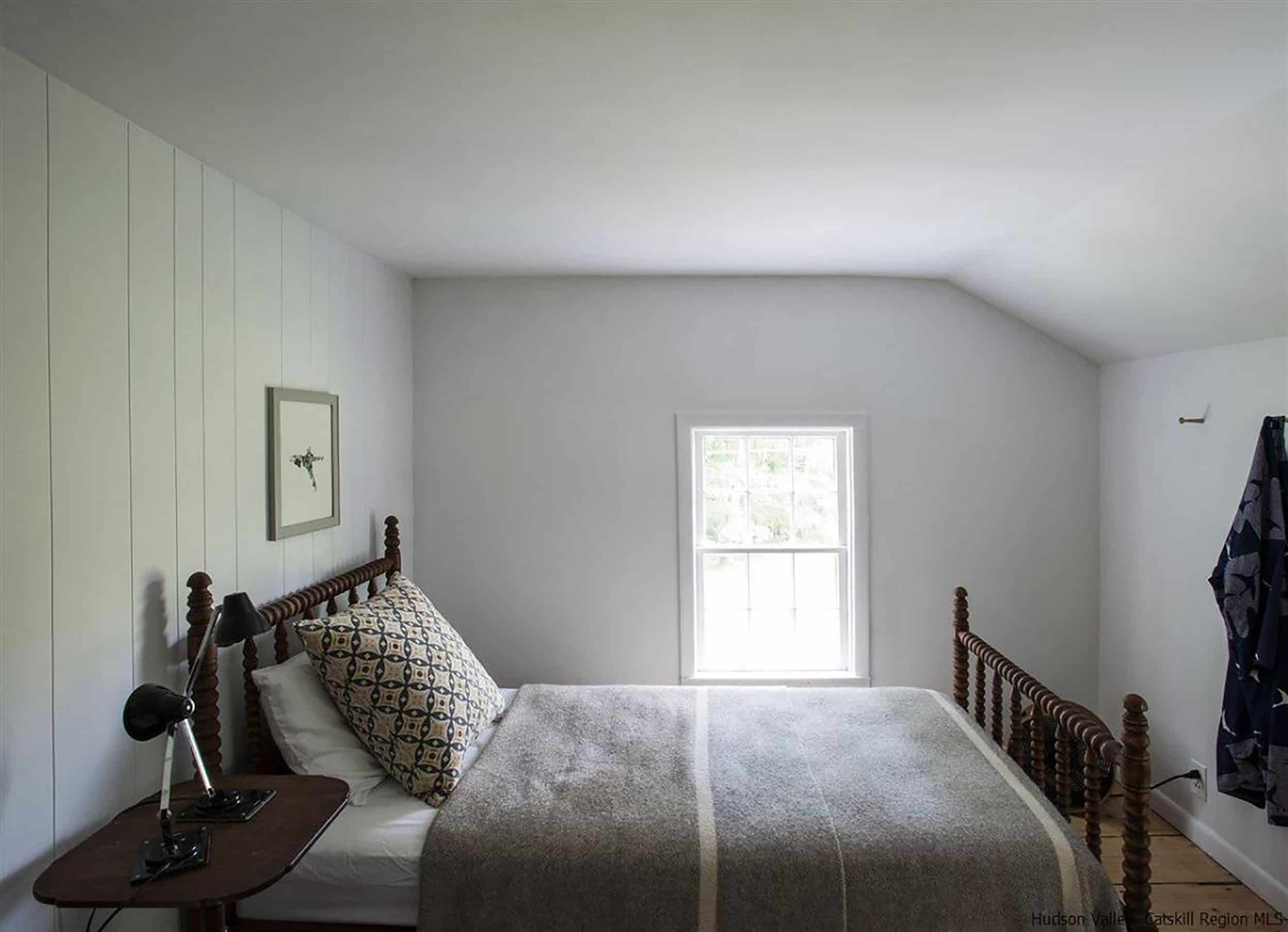 Simple Cottage Bedroom Spindle Bed
