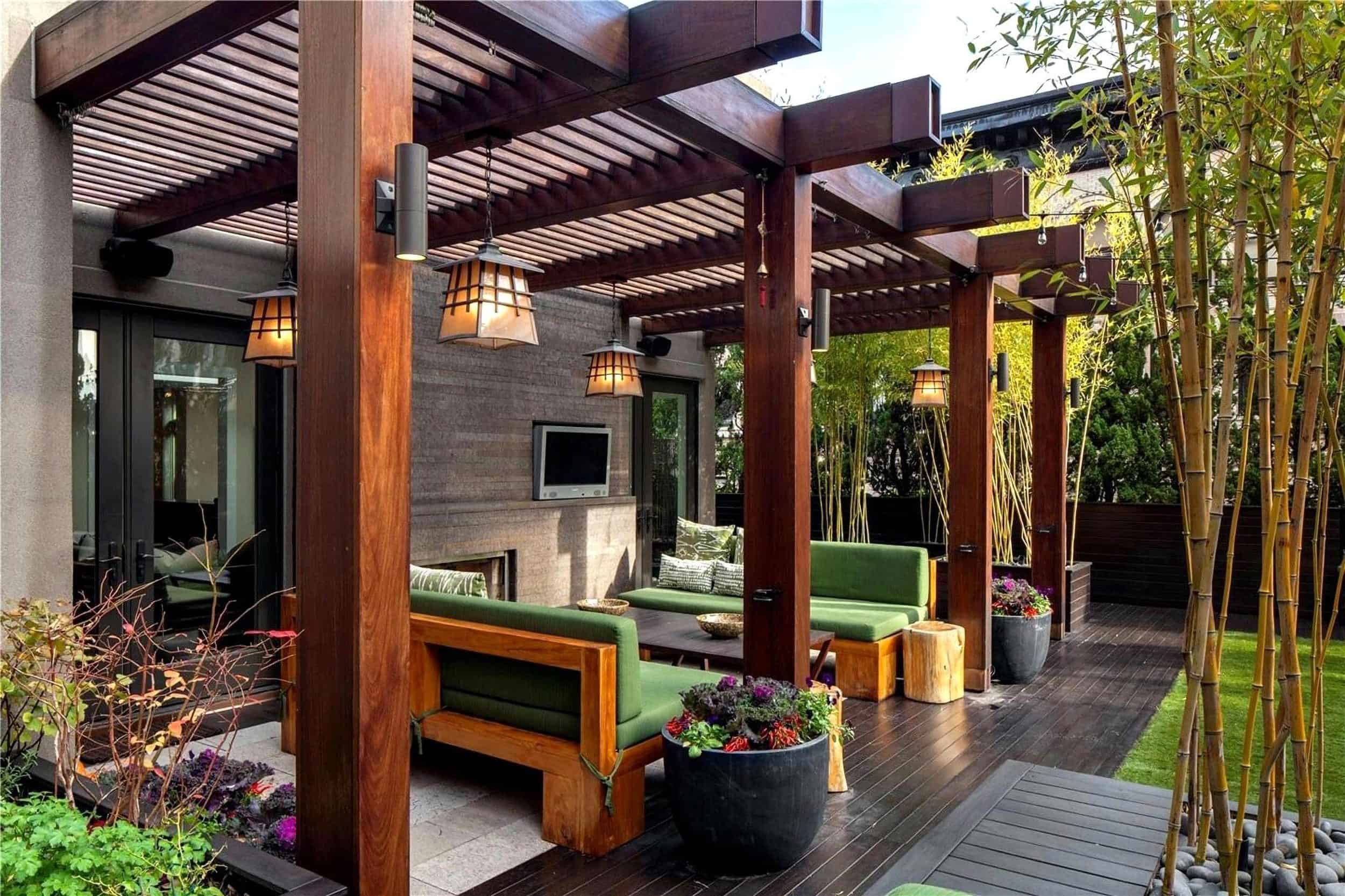 Kelly Ripa Outdoor Patio With Pergola