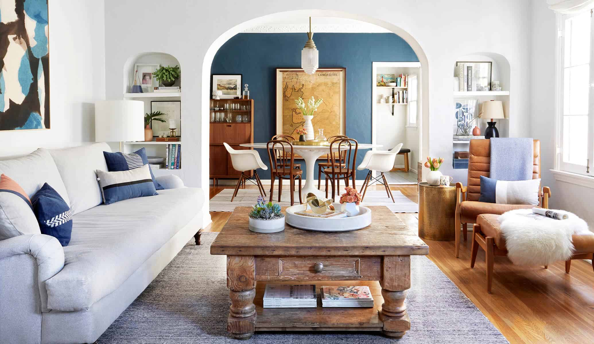 Traditional Living Room Blue Walls