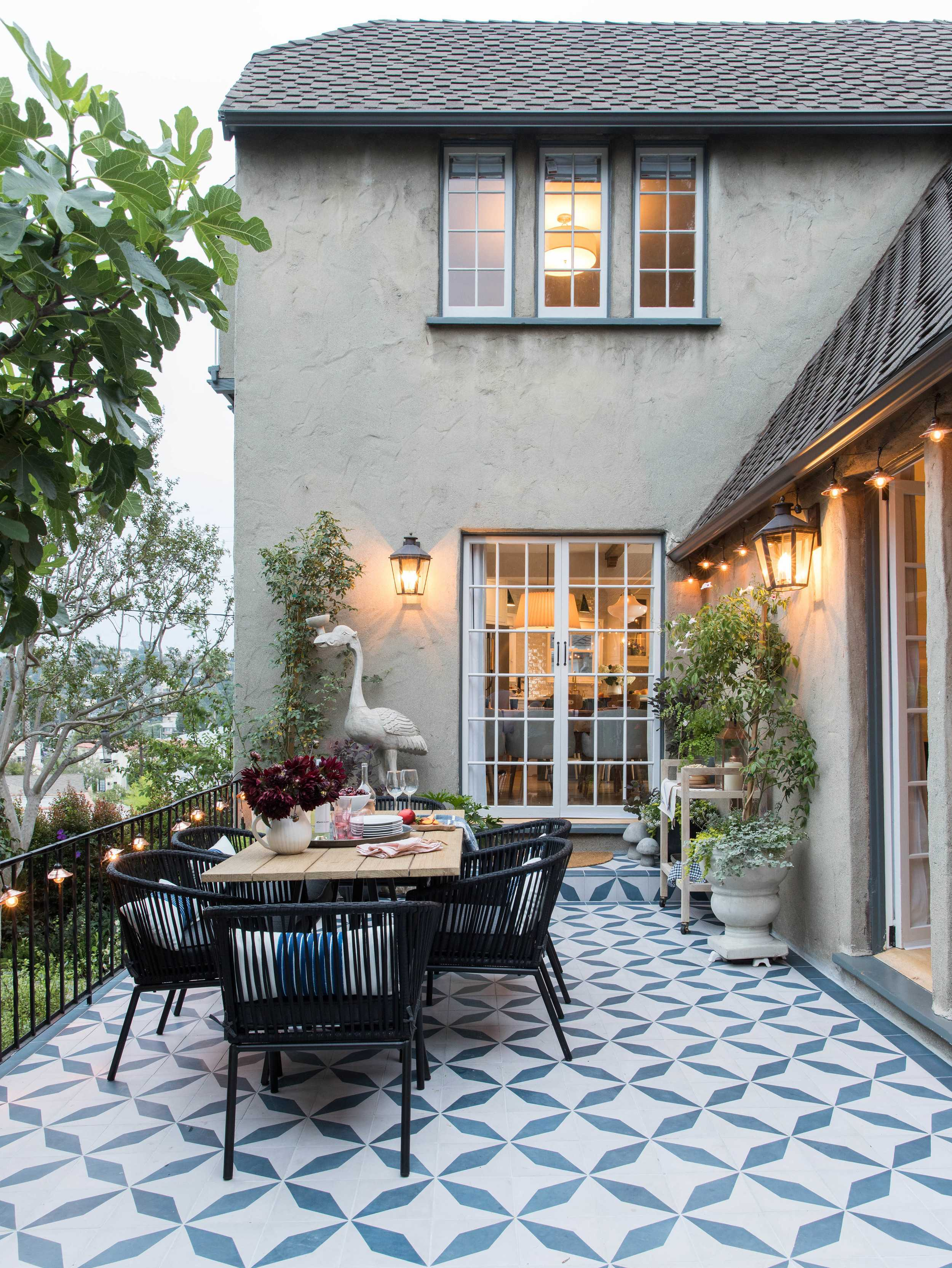 16 0617 Realsimple Eh Patio 0973