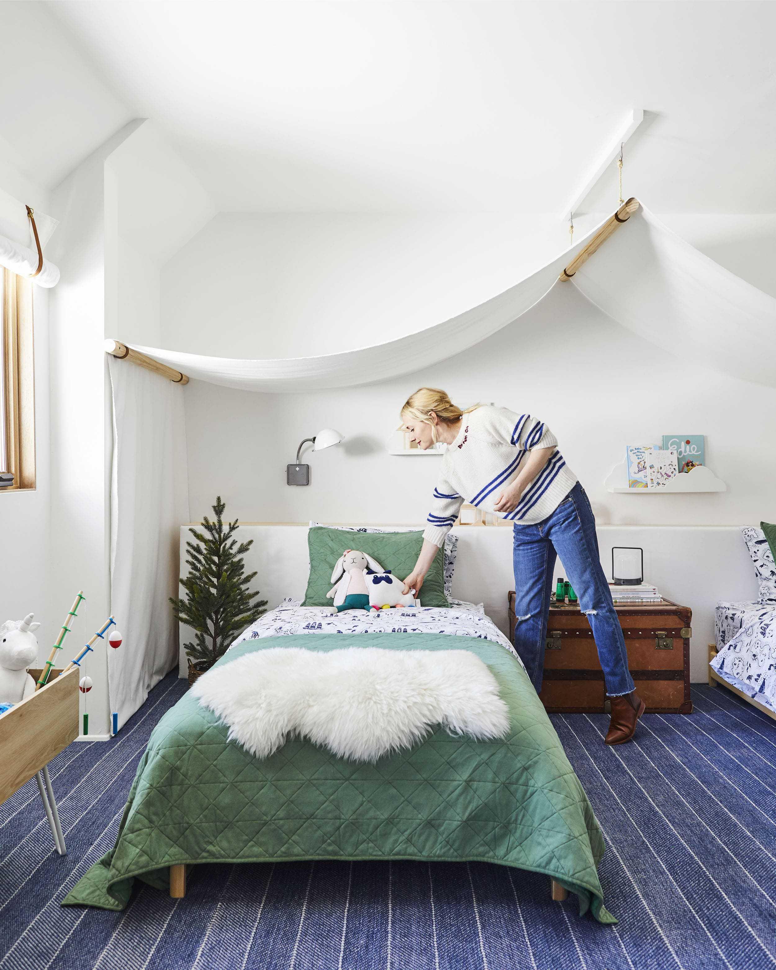 Emily Henderson Mountain Pillowfort Kids Room20 01