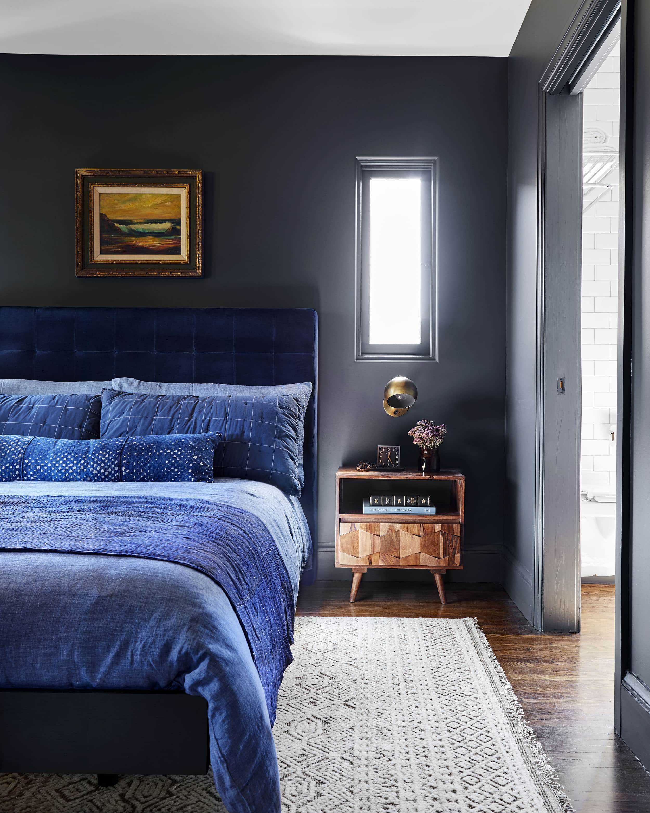 7 Keys To Know To Nail That Moody Yet Modern Look In Your Bedroom
