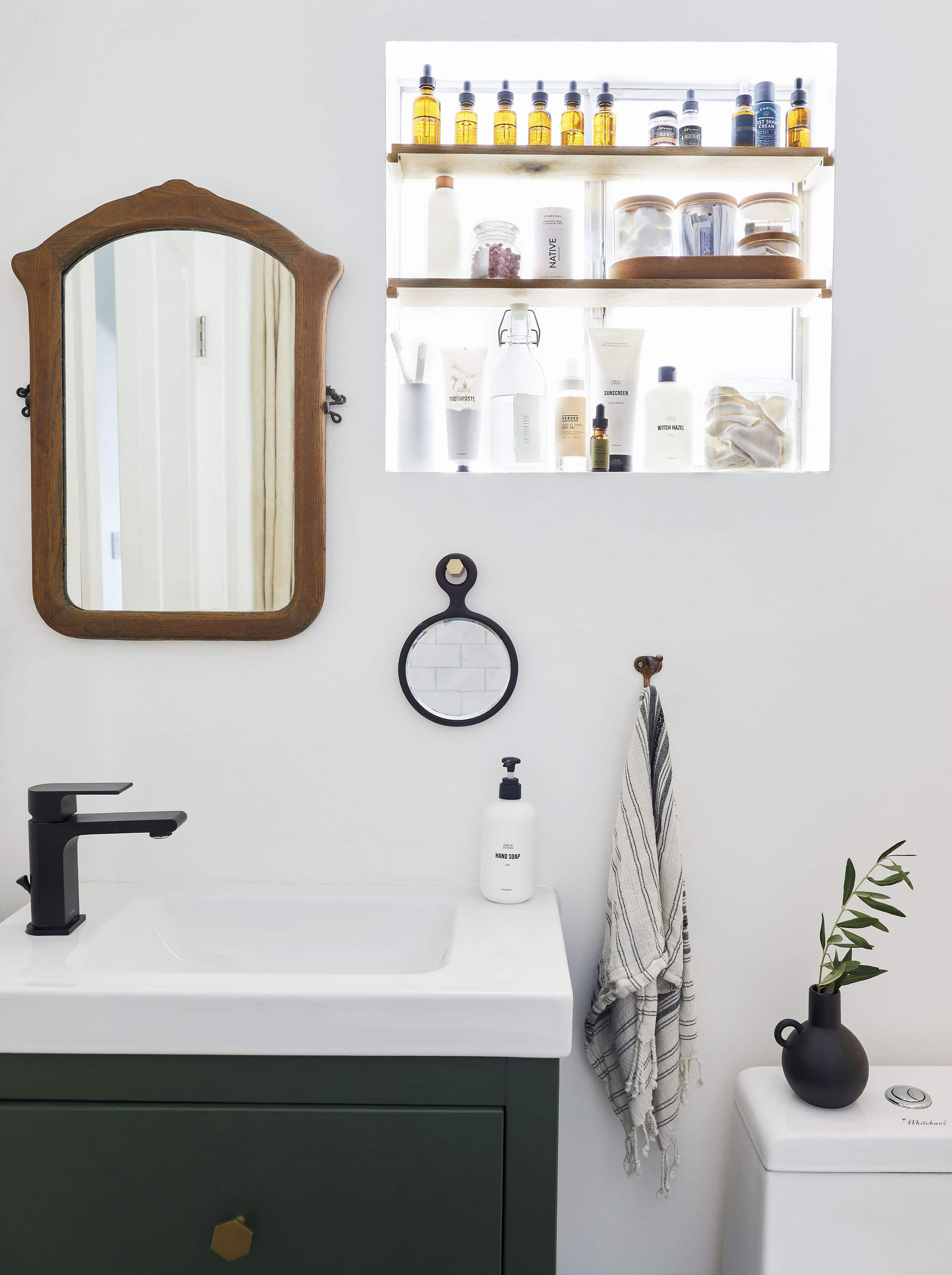 Moto Reveal Emily Bowser S 32 Square Foot Bathroom Is Packed With Small Space Hacks Emily Henderson