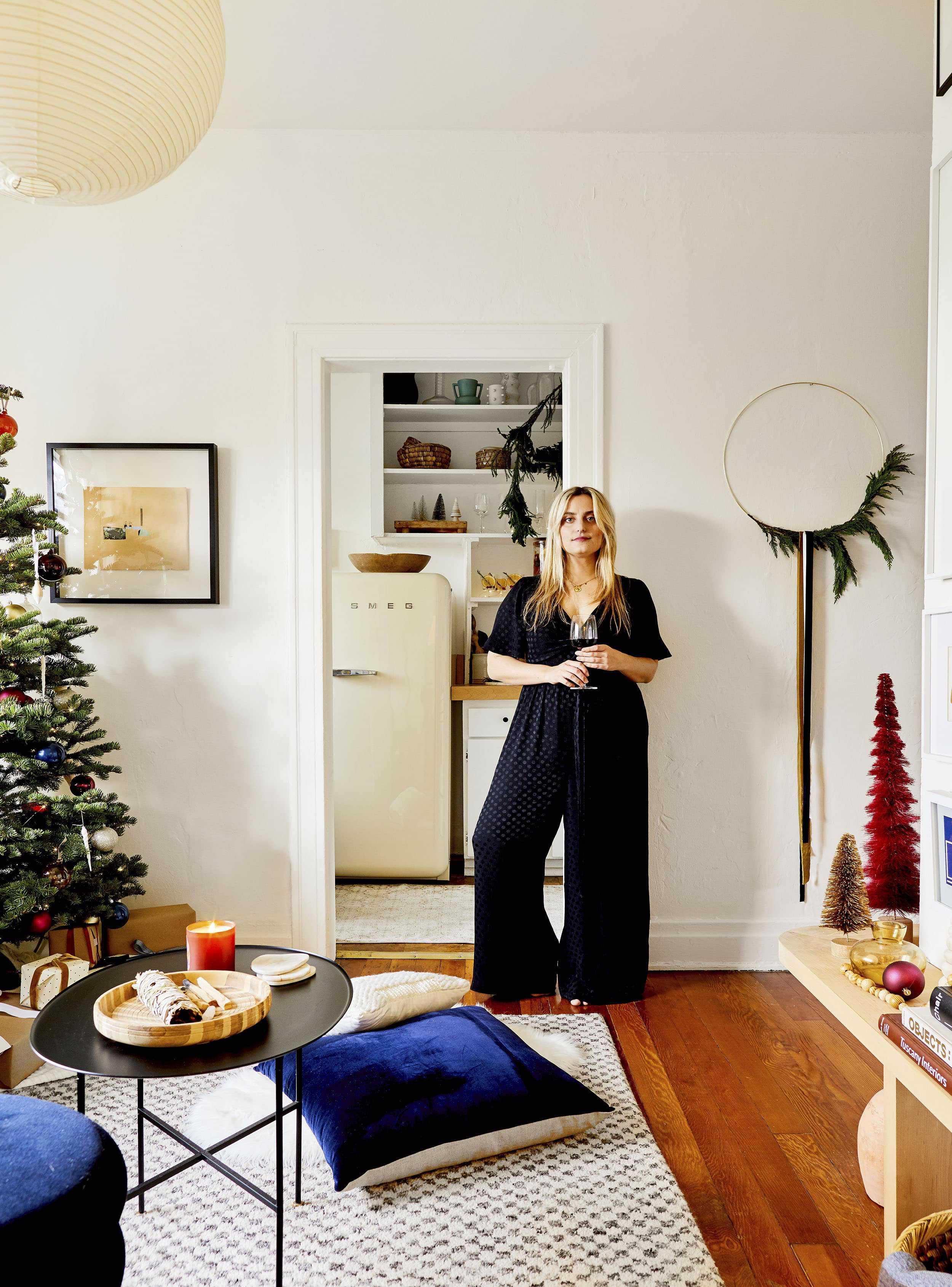 Emily Henderson minimal christmas decorating ideas12