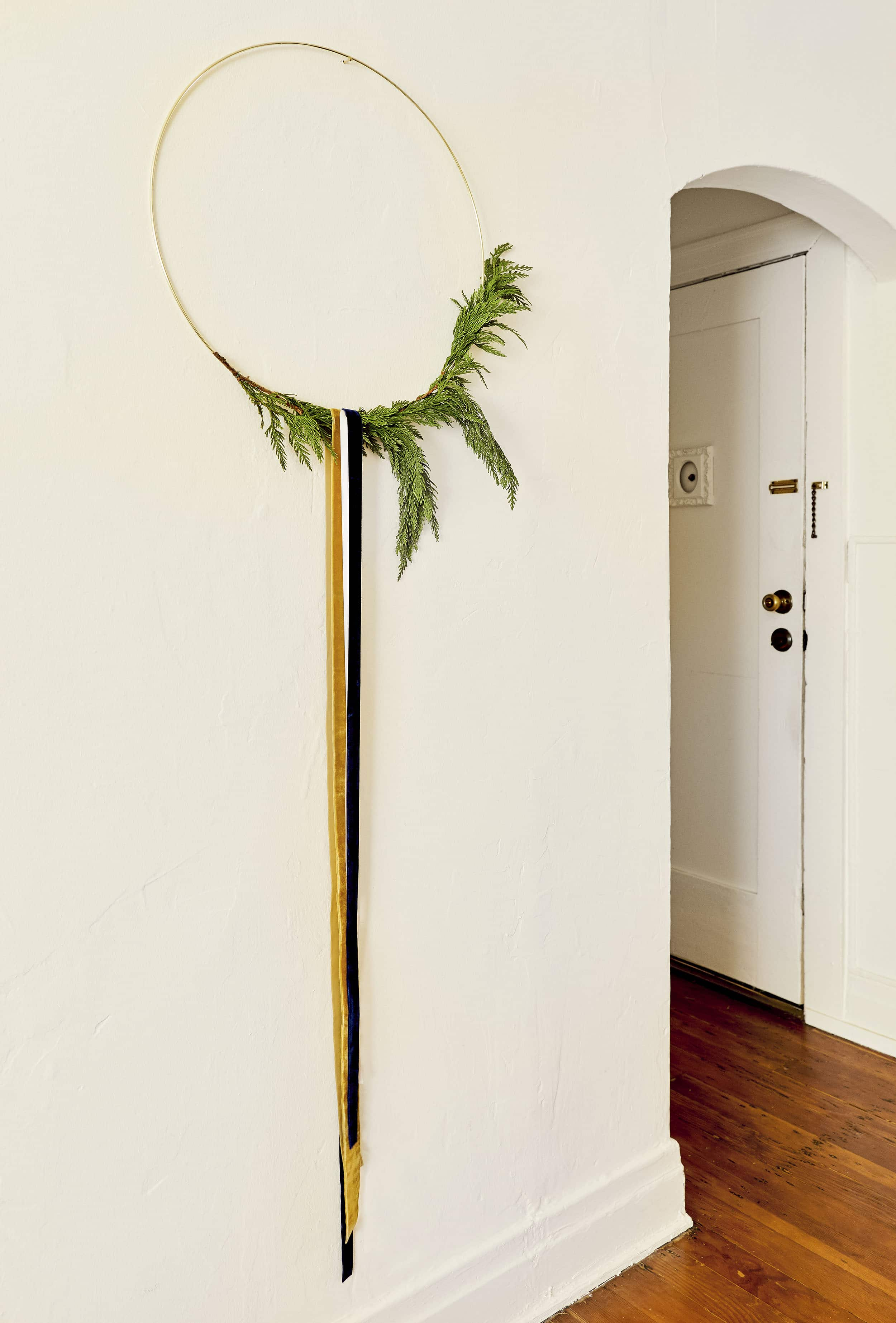 Emily Henderson minimal christmas decorating ideas6