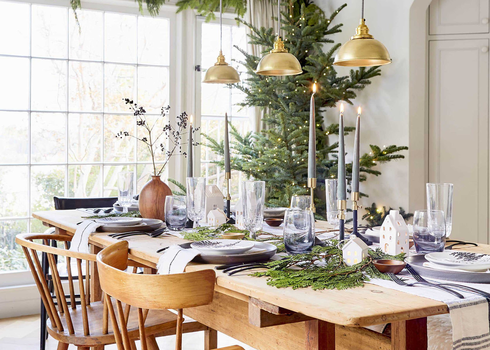 How To Brighten Up Your Holiday Dinner Table (Because A Small Gathering Still Deserves A Lot Of Cheer)