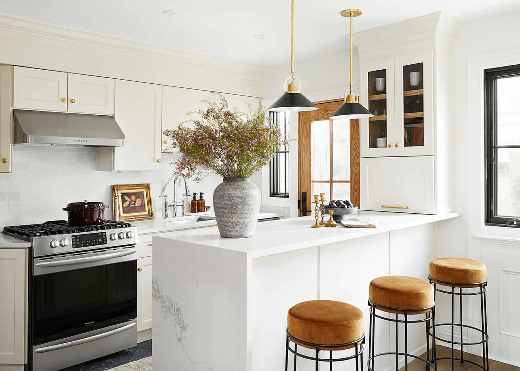 """Rashida's Totally Transformed Kitchen Reveal (That Includes One Of Our Favorite """"New Classic"""" Kitchen Trends)"""