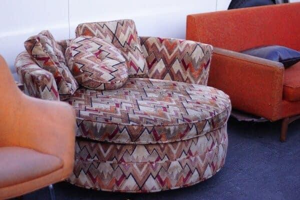 round-vintage-chair